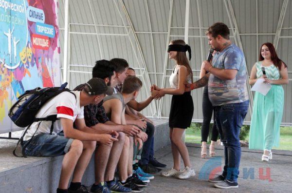 День влюбленных по-русски: как учат разврату в ЛНР